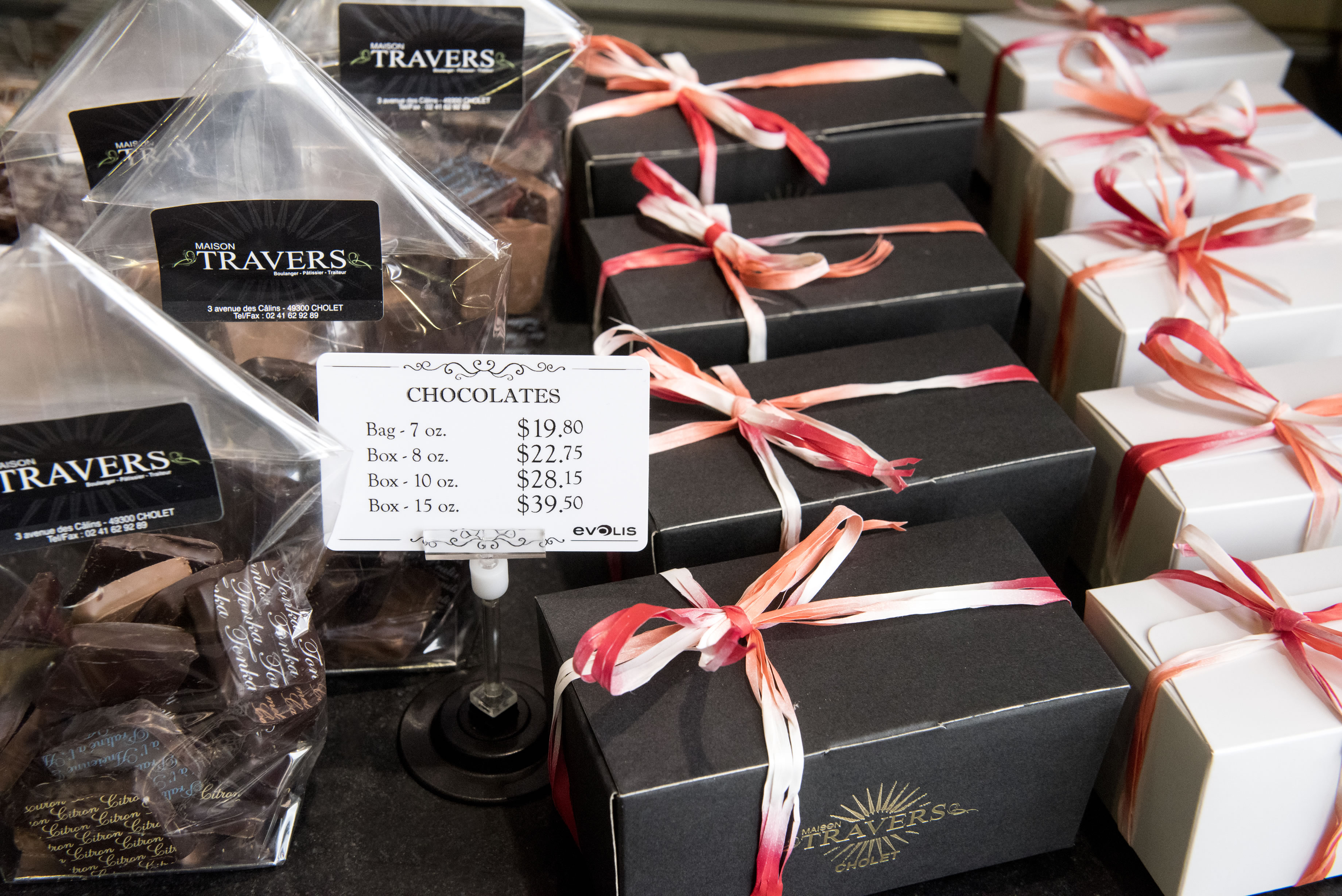 Chocolate display counter price tags created by Edikio printer solutions